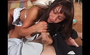 Moreninha gata em video de porno montada na pica