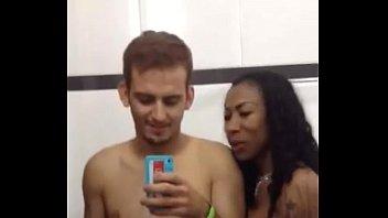 Negra Ines Brasil amadora com um carinha em sexo