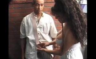 Quente coroa nua medica levando pica no seu cu