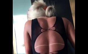Namorada loira rebola na pica na putaria porno amador