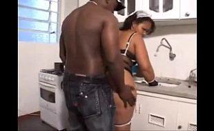 Negro querendo comer a bunda da gorda
