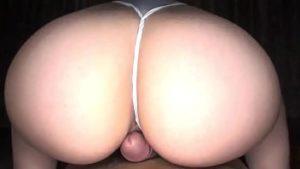 Cadela toma tapa na bunda na hora do sexo que tem ali