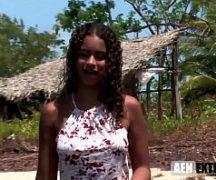 Novinha da roça no video porno amador brasileiro dando para dois