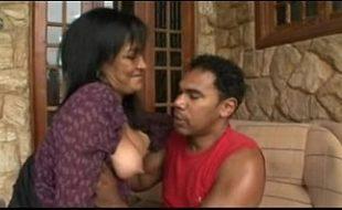 Moreno em sexo com uma coroa de programa