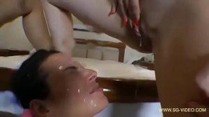 As modelos Mayara Souza e Bruna Franquez fazendo amiguinha de escrava numa orgia lésbica