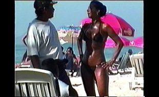 Carioca com um show de bunda toda peladinha