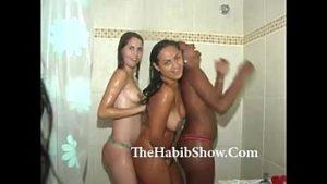 Belas novinhas amadoras dançando funk em uma orgia boa