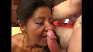 Vovó negra metendo com rapaz bem mais jovem