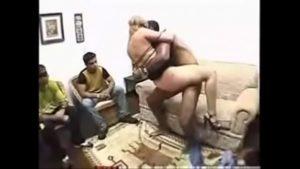 Maridos assistindo suas esposas com outro macho