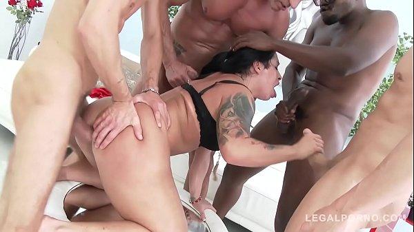 Monica Santiago fazendo GangBang metendo com vários machos